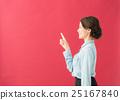 옆모습 여성 (빨간색 배경) 25167840