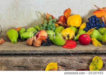 autumnal still life with fruit and leaves 25197455