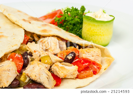 burrito with beans and chicken 25214593