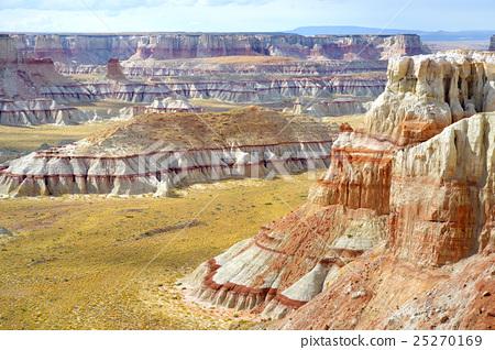 White striped sandstone hoodoo in Coal Mine Canyon 25270169
