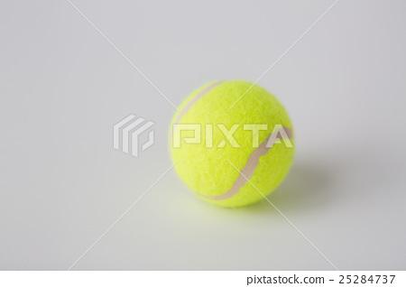 close up of tennis ball 25284737