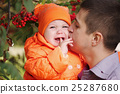 caring father with little daughter 25287680