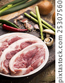 Fresh Uncooked Pork 25307560