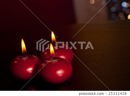top of view of red christmas candles on warm tint light and bokeh background 25311426