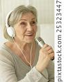 年長 老人 女性 25323447