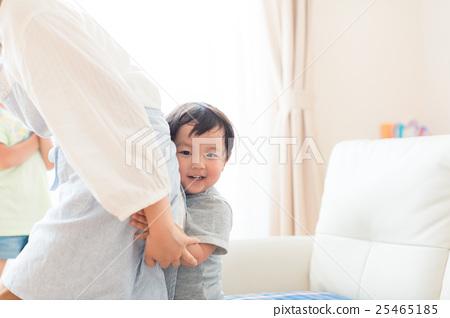 父母和小孩 親子 擁抱 25465185