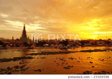 黎明寺,曼谷,泰国(又名:Akatsuki寺)的夜景 25509596