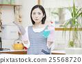 清洗廚房的婦女 25568720