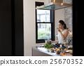 一個女人做飯 25670352