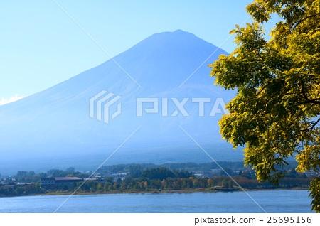 Fuji seen from Kawaguchiko (Yamanashi Prefecture) 25695156