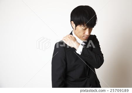 A man suffering from stiff shoulders 25709189