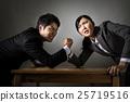팔씨름을하는 남자와 여자, 실업가, 비즈니스 우먼 25719516