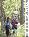 女人徒步旅行 25764776