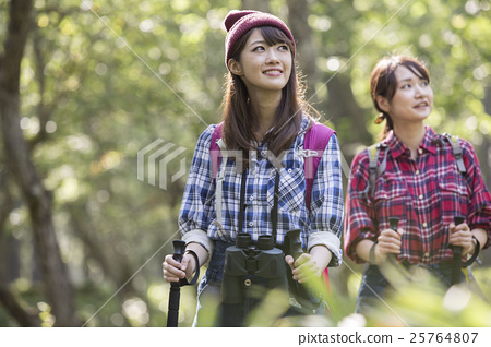 成熟的女人 一個年輕成年女性 女生 25764807