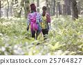 女人徒步旅行 25764827