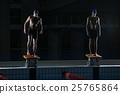 시작에 도착 수영 선수들 25765864