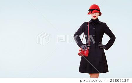 겨울 패션 이미지 모자, 코트, 핸드백, 장갑. 25802137