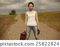 一個女人在荒野中旅行 25822824
