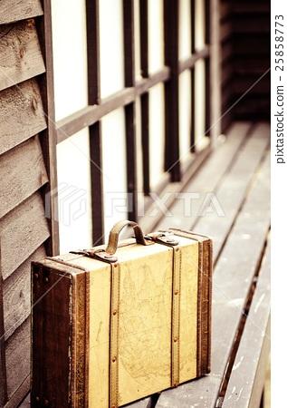 修復手工製作的盒子內部Toshiko Futago外國木椅。 25858773