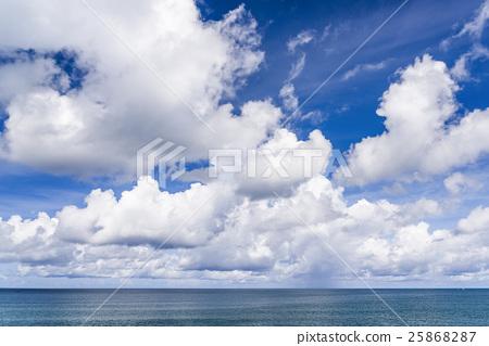 藍天白雲下的海洋 25868287