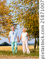 Senior couple, woman and man, having walk 25871007