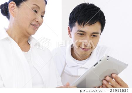 護理高級護理工作者關心工作福利片劑家庭幫手女性男性醫院護理康復 25911633