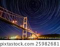 室兰市的天鹅桥和星星的轨迹 25982681