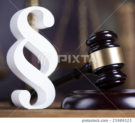 Paragraph sign, Wooden gavel barrister 25989323