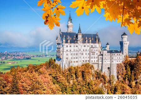 Neuschwanstein castle in autumn, Bavaria, Germany 26045035