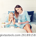 mother, daughter, eating 26189158