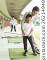 高爾夫 未裝飾的混凝土牆 父母和小孩 26214949