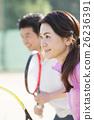 ผู้คนจำนวนมากเล่นกีฬา 26236391