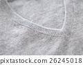 V 넥 스웨터의 가슴 흰색 배경 26245018