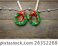Top view Christmas wreath and clothesline. 26352268