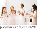 婚礼 裙子 持有 26399291