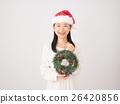 ผู้หญิงกับพวงหรีดคริสต์มาส 26420856