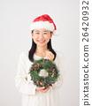 ผู้หญิงกับพวงหรีดคริสต์มาส 26420932
