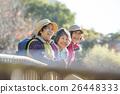 ハイキングをするシニア女性 26448333