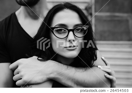 guys-hugging-guy-from-behind-laura-prepon-bikini-pics