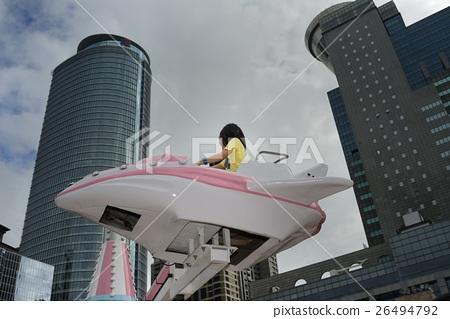 兒童遊樂場的旋轉飛機 26494792