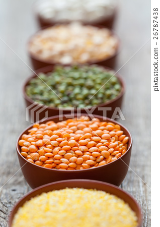Bowls of cereal grains 26787438