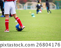 ฟุตบอล,สนามหญ้า,เด็กผู้ชาย 26804176