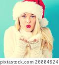 ผู้หญิงสวมหมวกซานต้า 26884924