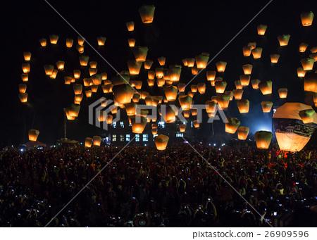 火影忍者燈,過去的一年傳統。 26909596
