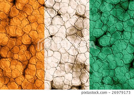 乾裂土壤上的象牙海岸國旗特寫紋理背景(高分辨率 3D CG 渲染∕著色插圖)飢荒乾旱自然災害 26979173