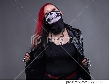 Rock woman with bandana 27009976