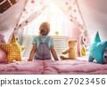 girl play at home 27023456
