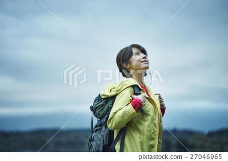 一個年輕成年女性 女生 女孩 27046965