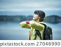 女性 トレッキング 湖 27046990