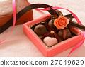 초콜릿과 선물 상자 27049629